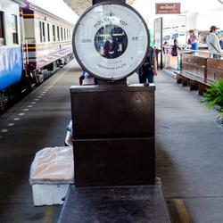 Weegschaal van Molenschot op treinstation Tonburi in Bangkok