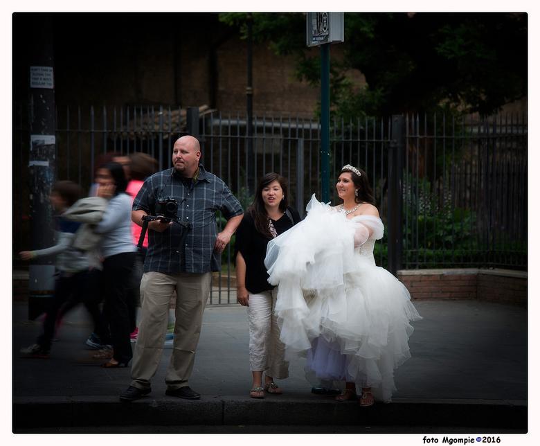 """Waiting for ....him - Weer eens wat anders dan de standaard bruidsfoto&#039;s.........<br /> <br /> Bedankt voor de reacties op <a href=""""http://zoom"""
