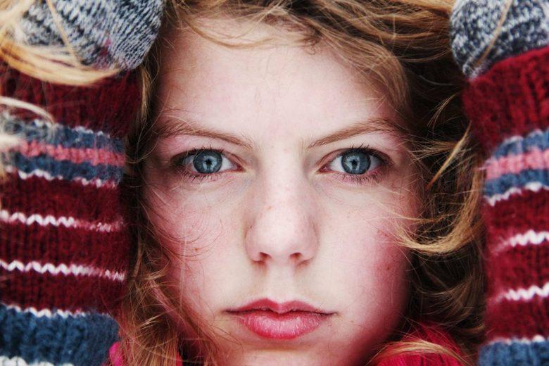 Koude winter dag - winterse ogen van lang buiten zijn.