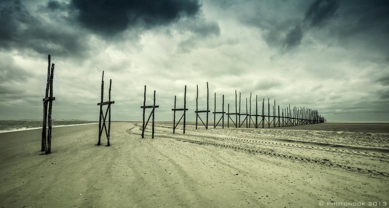 Boardwalk - Gedurende de wintermaanden wordt deze steiger op Vlieland niet gebruikt en zijn de loopplanken tijdelijk verwijderd.<br />
