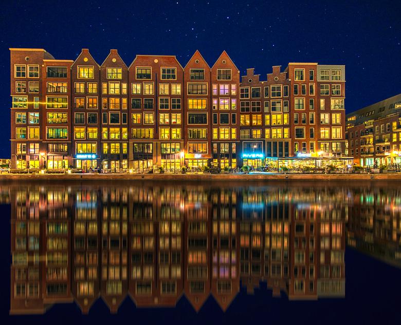 Alkmaar blue hour - HDR ( 15, 30, 45, 60 and 75 seconden en 1 voor de lucht)<br /> Fijn weekend, groet Djurre