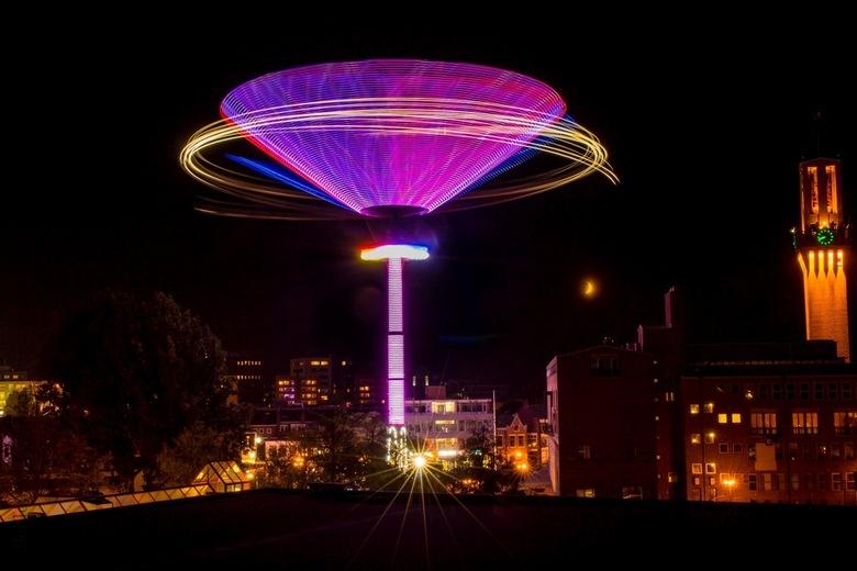 Ufo? - Foto gemaakt van een kermis attractie in Hengelo