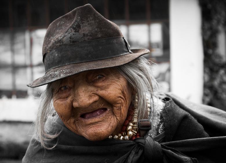 Ecuadoriaanse vrouw - Tijdens onze trip naar de Galapagos Eilanden zijn we ook een aantal dagen in de hoofdstad van Ecuador geweest (Quito). Daar kwam
