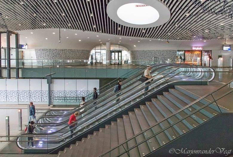 Station Delft - Hier eentje van &#039;t nieuwe station in Delft.<br /> <br /> <br /> Iedereen hartelijk dank voor de waardering &amp; de reacties.<