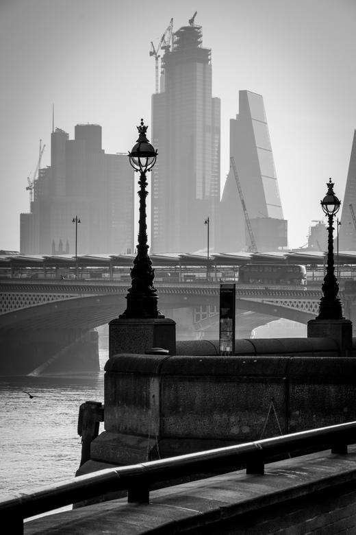 Londen City View - Zicht op de mooie skyline van de Londen City (het zakelijke centrum van Londen). Deze foto is in de ochtend genomen, op een rustig