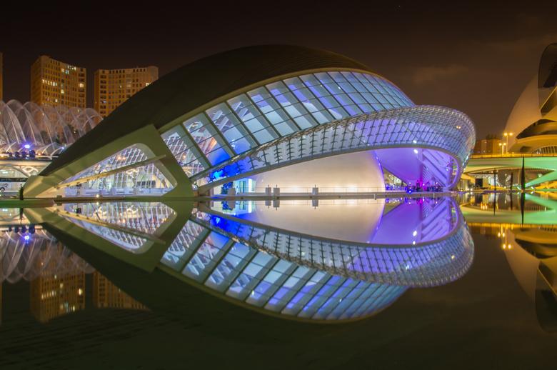 Valencia, Santiago Calatrava - La Ciudad de las Artes y las Ciencias in Valencia, de Stad van Kunst en Wetenschap. Als je van moderne architectuur hou
