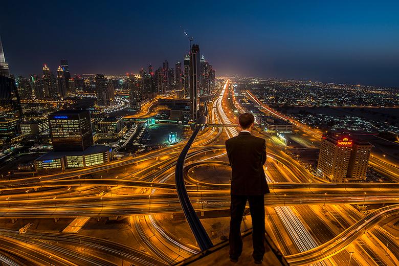 Solitude - Dubai... mijn hotel, samen met iemand van de security mocht ik het dak op..