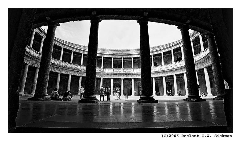 Voor Karel de Vijfde - Toegegeven: dit zoveelste paleisje van Karel in Granada Spanje is veel vaker op de foto gezet..<br /> <br /> Ik vind het echt