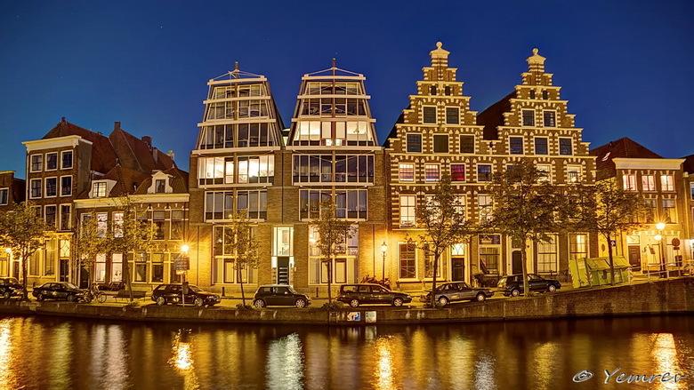 Langs het Spaarne - De oude en de nieuwe Olifant aan het Spaarne, Haarlem.<br /> 15mm - f/4.5 - iso400 - 5 belichtingen (10s&gt;0.6s)