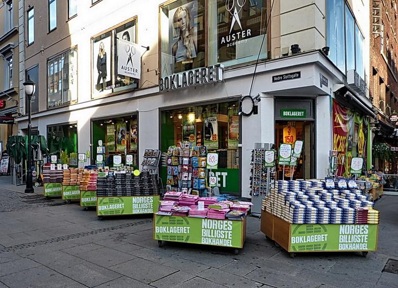 Leuk hoekje - Boekenwinkel met uittalling in Oslo.<br /> 27 augustus 2013.<br /> Groetjes Bob.