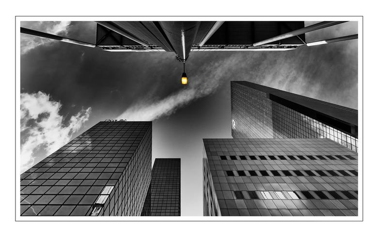 Rotterdam - Deze foto had ik al een tijdje &quot;in de kast liggen&quot;.<br /> Men was bezig met allerlei werkzaamheden en de straatverlichting ston