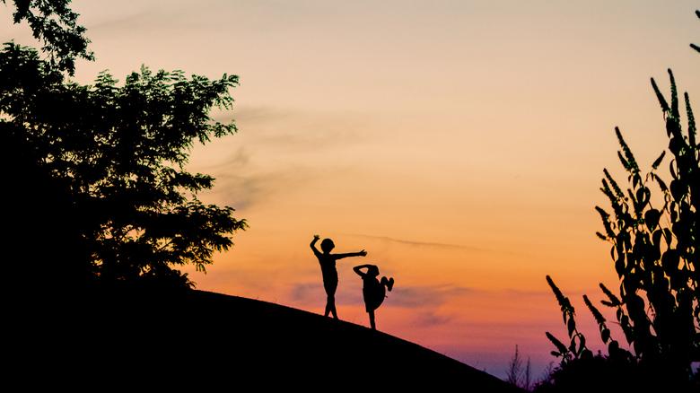 Dansen in de zonsondergang -