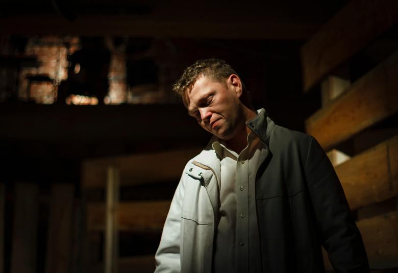 """Moedeloos... - Uit het toneelstuk """"Natte sneeuw"""" van Hein Mortier ( een bewerking van """"Hamlet"""" ) speelde deze jonge man die  een b"""