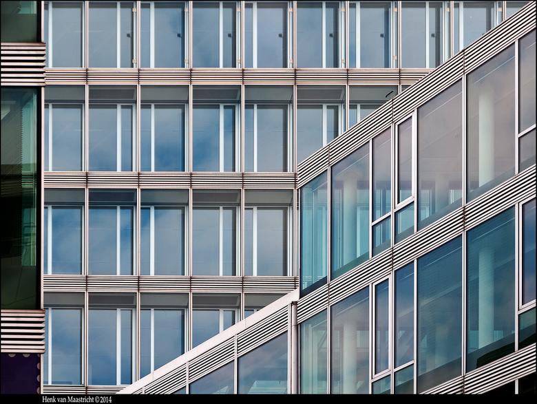 Z-foto nr.3990 - Glazen gebouw in Eindhoven bij het kadaster.