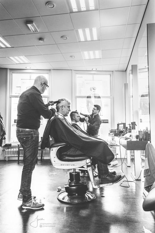 Sfeer II - Tweede foto uit deze serie. De kapper voor mannen waar ik altijd naar toe ga zijn echt de beste kappers OOIT. Er is altijd een grap en een