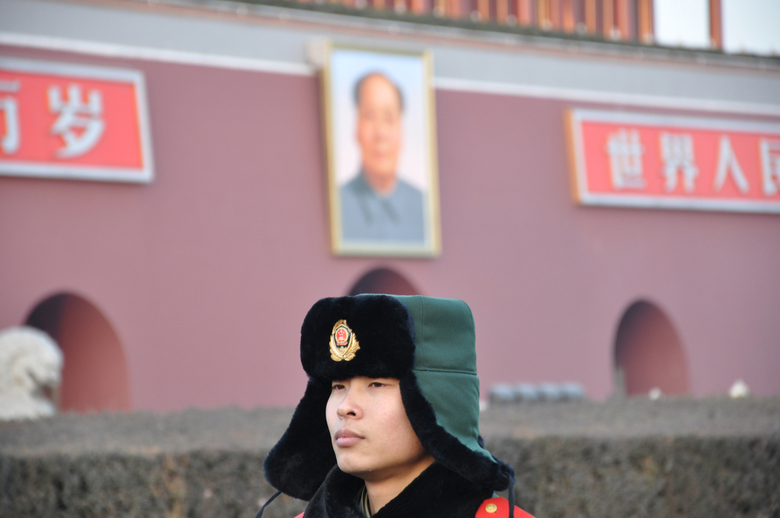 Chinese soldaat voor de Tiananmen poort - Beijing, China
