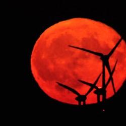 Rode maan met windenergie