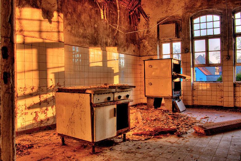 Berg-hotel 002. - Het Berg-hotel de lokale gelegenheid voor de Russische troepen in Rosenkrug, in de voormalige DDR in het laatste avond licht.<br />
