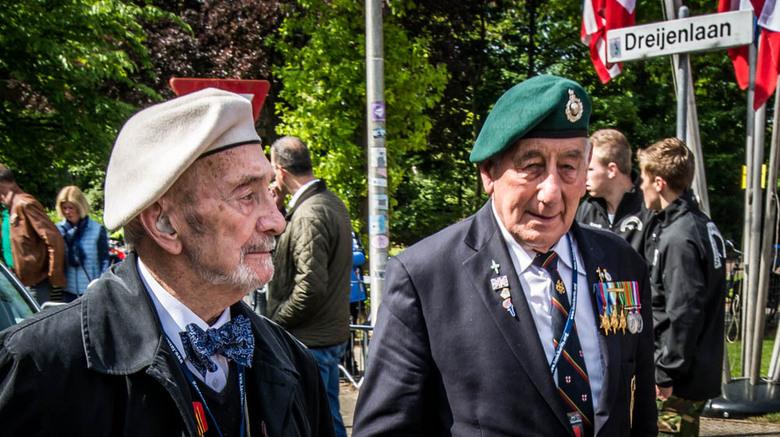 Onze Bevrijders, laten we hen nooit vergeten. - Gespot in Wageningen op het terrein waar het defilé even later zal starten.