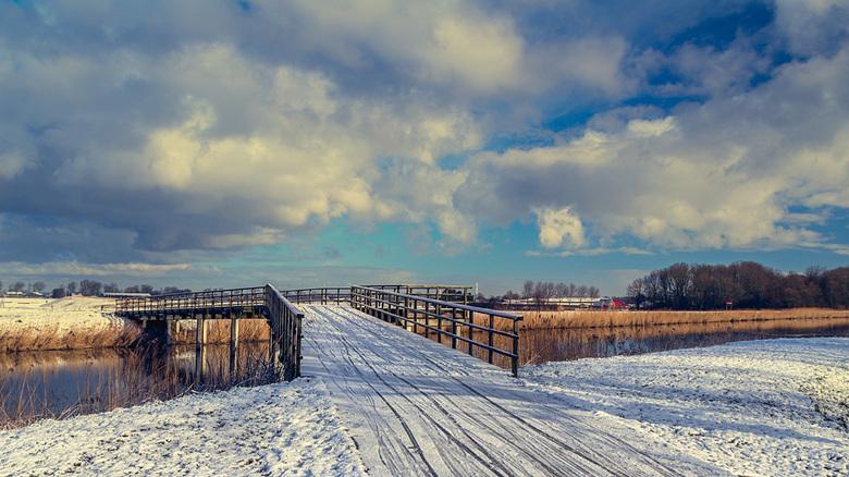 Winter voor een dag. - Hdr bewerking van een winterse landschap. De sneeuw bleef een dag zitten. De foto was genomen in het recreatiegebied Geestmeram