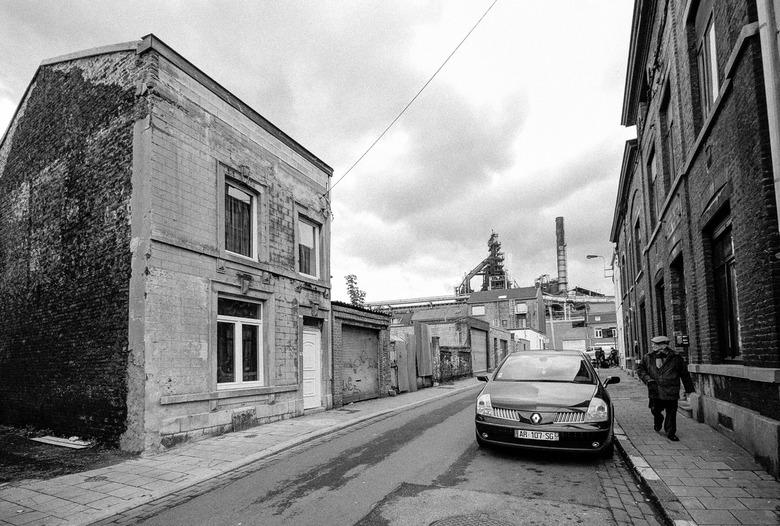 Seraing (bij Luik)  - Rue Ramoux met hoogoven van Cockerill Sambre - Seraing (bij Luik) - Rue Ramoux
