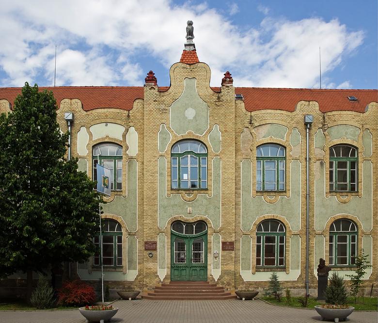 Hongarije 43 - De oude gevel van de Universiteit in Szigetvar