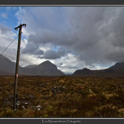 Eenzame elektriciteitspaal in het wijdse Sligachan (Skye)