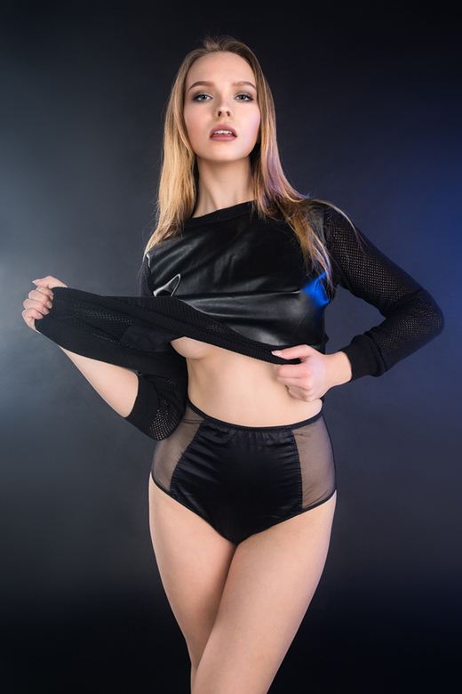 black - model Silvy Sirius