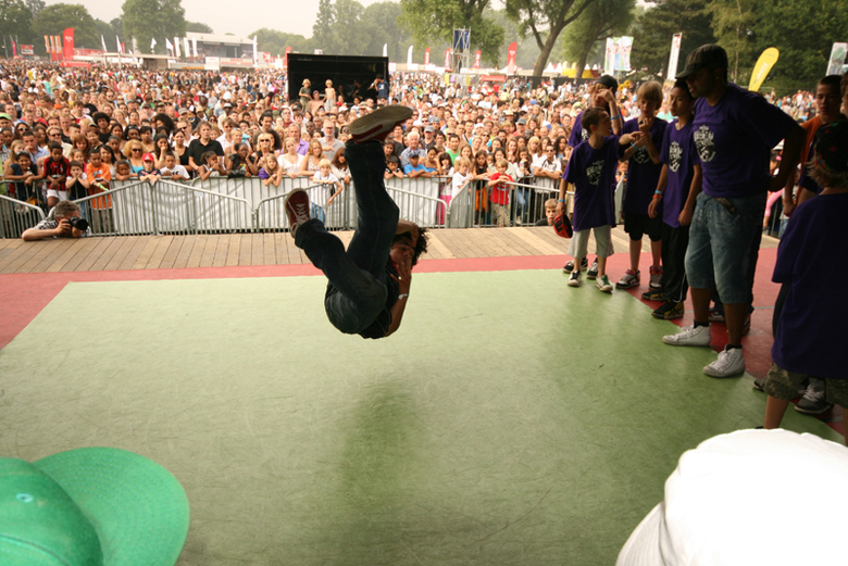 Young Bboy podium Parkpop 2009 - Breakdance battles op het Vestia Young Bboy podium georganiseerd door Aight (Haags Hip Hop Centrum)